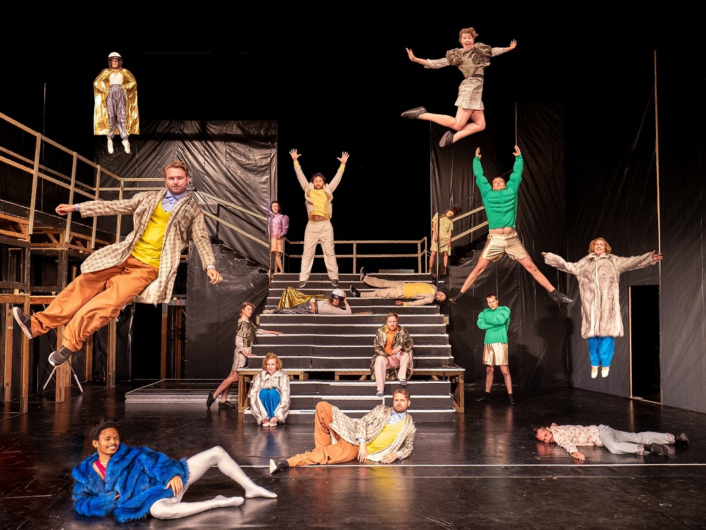"Picture of the stage with the dancers in ""Hyperreal"" at Düsseldorfer Schauspielhaus, 2020"